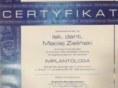 lek. stom. <span>Maciej Zieliński</span> 13