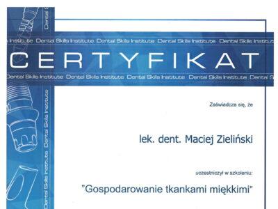 lek. stom. <span>Maciej Zieliński</span> 4